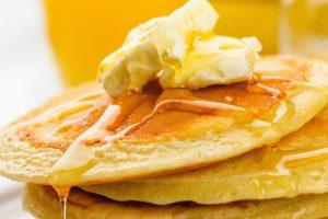 Perfekt gelingen die saftigen amerikanischen Eierkuchen mit einer passenden Pancake-Pfanne.